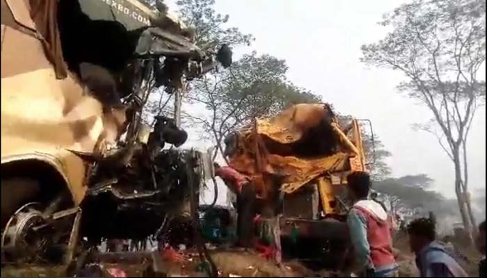 Bus-truck collision kills 2 in B'baria